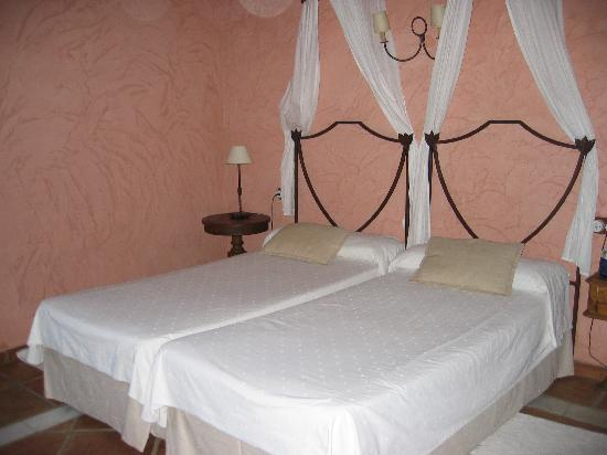 Бенаохан, Испания: Room at Cueva del Gato B&B