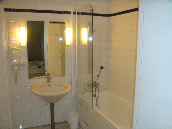 Salle de bain photo de royal hotel n mes tripadvisor for Salle de bain royan