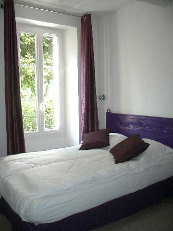 """Hotel Notre Dame : La chambre """"Améthyste"""""""