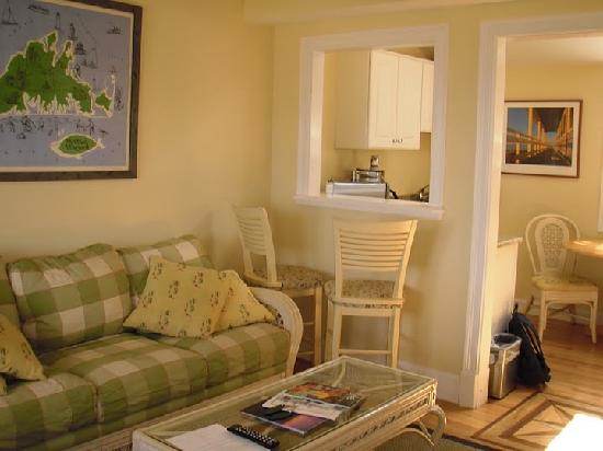 Martha's Vineyard Surfside Motel: Living room area