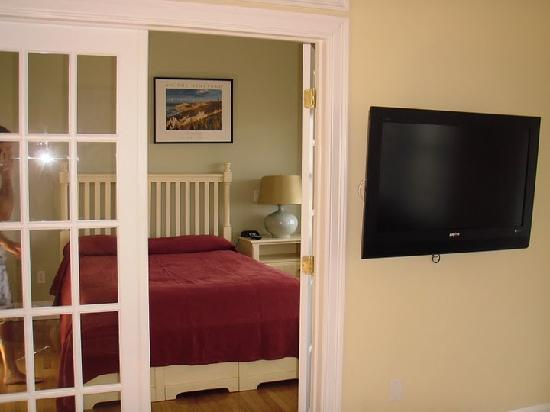 Martha's Vineyard Surfside Hotel: view of bedroom (from living room)