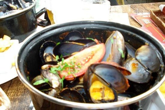Bungalow 8: Provencal Mussels