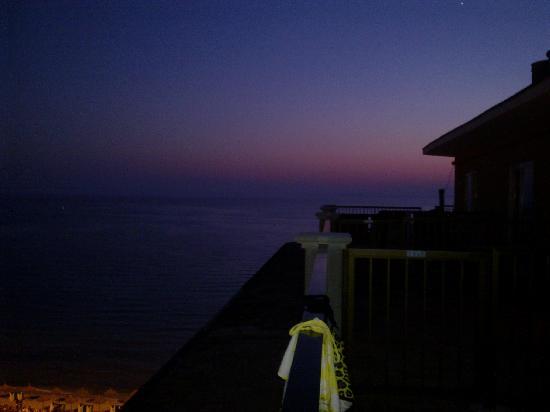 Encant Hotel: Blick vom Balkon am Abend. Romatik!