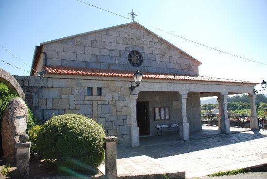 Cambados, España: La iglesia de al lado