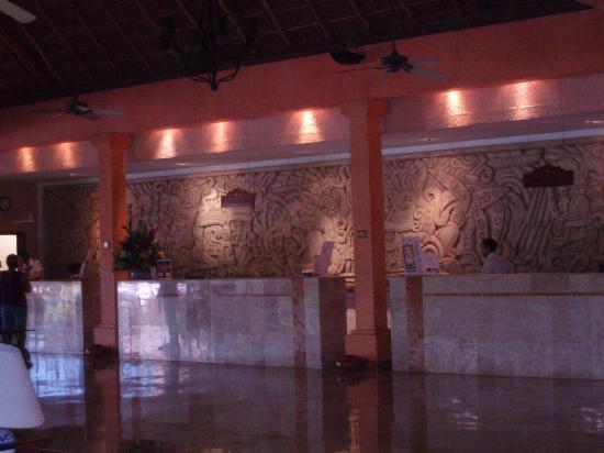 Iberostar Tucan Hotel: Comptoir d'accueil