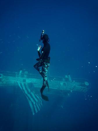 Vandenberg Wreck: girlfiriend snorkeling