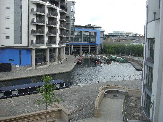 Fountain Court Apartments - EQ2: Fotos del Canal desde nuestro salón