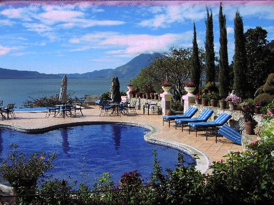 Hotel San Buenaventura de Atitlan: overlooking lake and pool