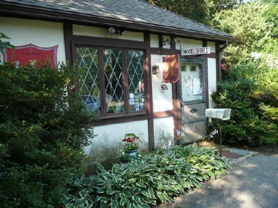 Earl of Sandwich Motel : front entrance