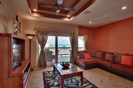 Grand Caribe Belize Resort and Condominiums: Spacious living room and view