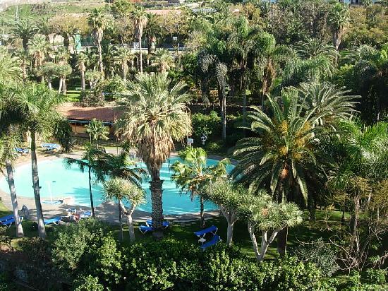Maritim Hotel Tenerife: Garten und mittlerer Pool