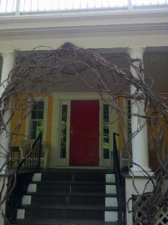 Thornewood Inn : front entrance