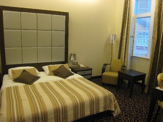 Hotel Lapad: spacious bedroom