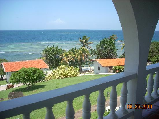 Coral Cove Cottages & Apartments : view from the apartment balcony