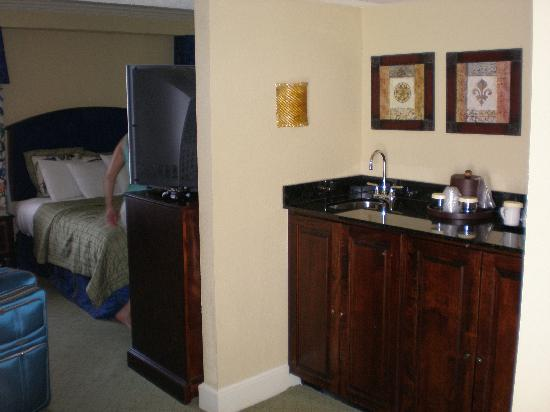 Lovely The Mills House Wyndham Grand Hotel: Wet Bar With Refrigerator In Cabinet