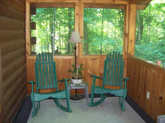 Cabins At Hickory Ridge: front porch