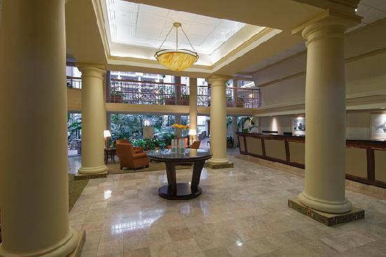 Embassy Suites by Hilton Richmond: Lobby & Tropical Atrium