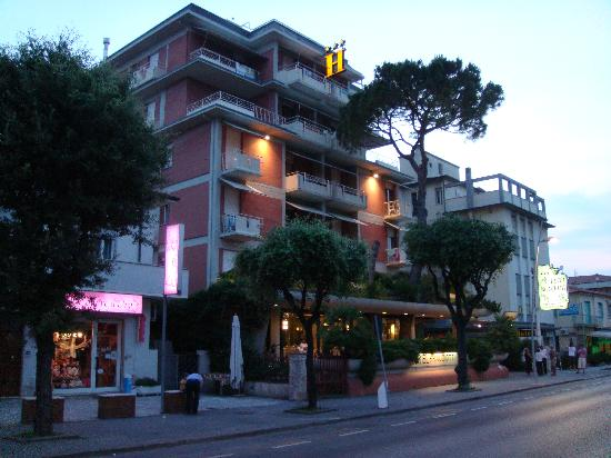 Photo of Hotel Bracciotti Lido Di Camaiore