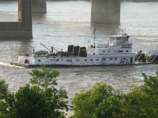 Days Inn & Suites Vicksburg: Barge close-up