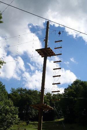 Jiminy Peak Mountain Resort: I climbed this wobbly ladder!  I felt like Rocky at the end!!!