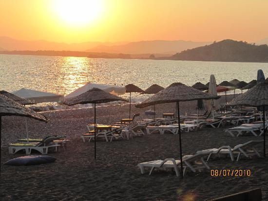 Club Hotel Turkuaz Garden: beautiful sunsets at Callis Beach