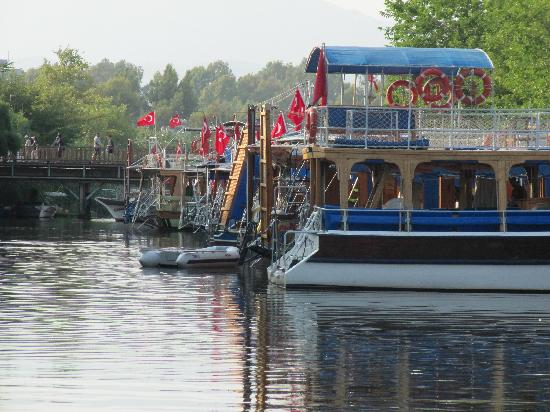 Club Hotel Turkuaz Garden: Water taxis at Callis Beach