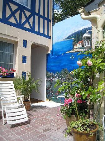 L'esperance Deauville: The back garden