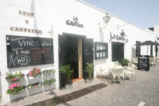La Cantina: Right in the historic centre of Teguise, Lanzarotes old Capital city