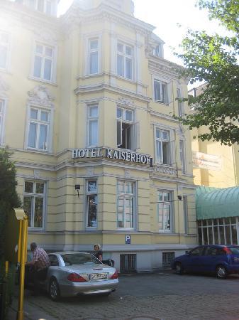Kaiserhof: front