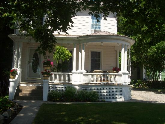 Accommodations Niagara Bed and Breakfast: Accommodations Niagara Frontal view