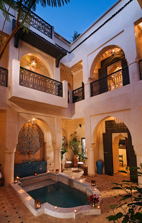 Riad Papillon : Pool and Patio