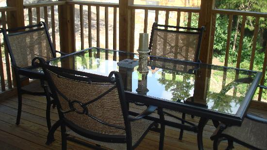 StoneBridge Resort: Screened in porch