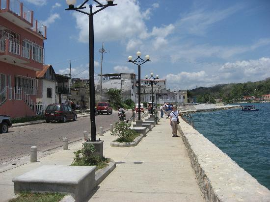 Hotel Savana: ホテルの傍の湖回遊道路