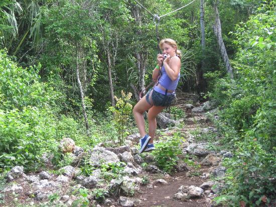 Discovery Jungle Park : Zip-sliding away!