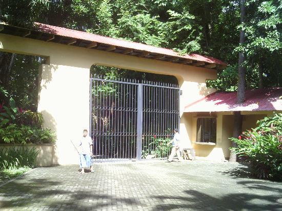 DoceLunas Hotel, Restaurant & Spa: Front gate