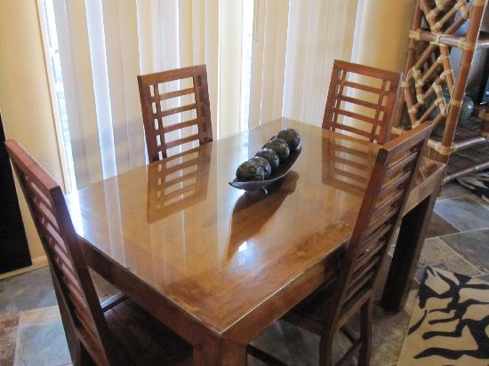 Kona Nalu: Dining Room