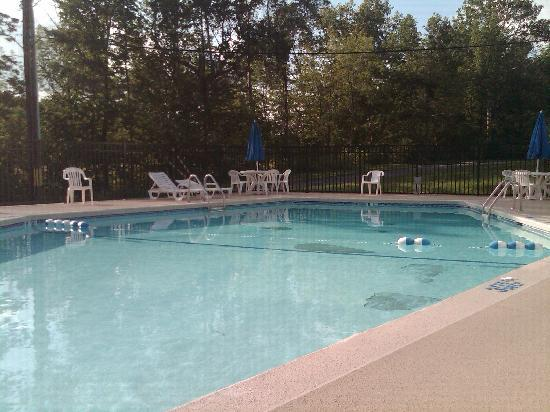 Days Inn Liberty: Pool