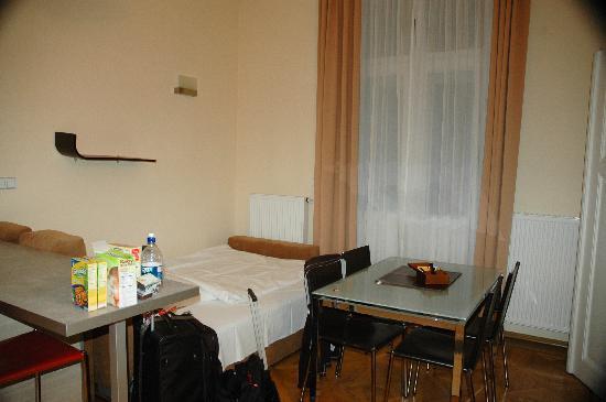 Residence Karolina - Prague City Apartments : extra bed set up