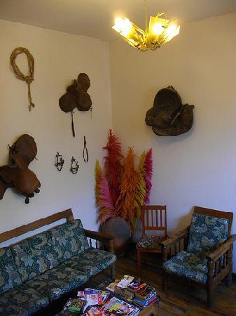El Tuco Hostel: 共有スペースのソファー