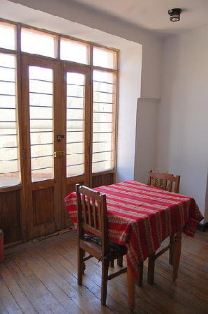 El Tuco Hostel: 共有スペースのデスク