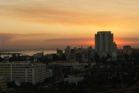 Maputo @ Night from the Cardoza