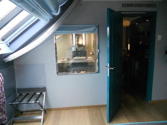 Hotel Bassano: Suite: Door out of bedroom