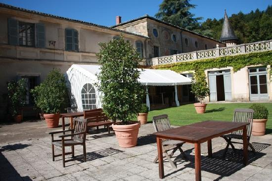 Chateau de Pramenoux : La terrasse au soleil