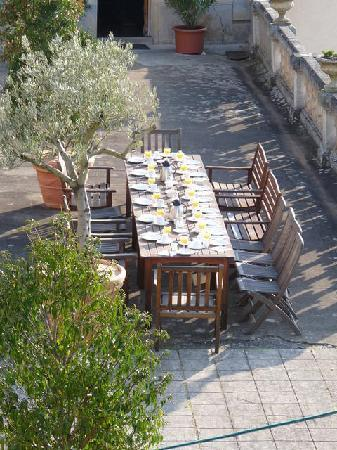 Chateau de Pramenoux : Petit déjeuner sur la terrasse