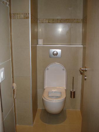 la stanzina del wc separata dalla sala da bagno - Foto di Hotel ...