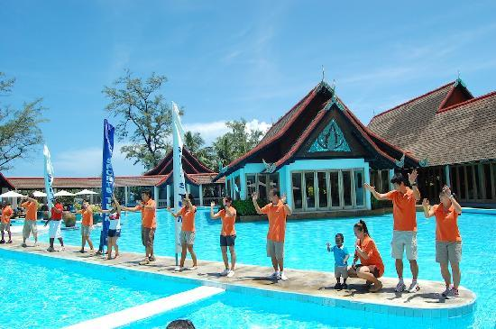 Club Med Phuket: the staff and my baby dancing
