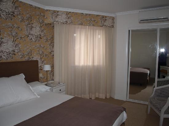 Pestana Village Garden Resort Aparthotel: dormitorio junior suite
