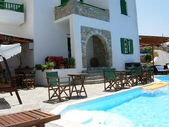Yperia Hotel: Pool daytime