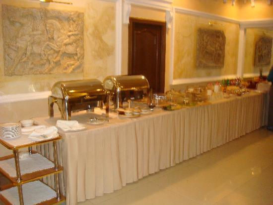 Golden Dragon Hotel : Breakfast time - avoid it !!!