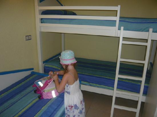 Club MAC Alcudia: My daughter unpacking in her room